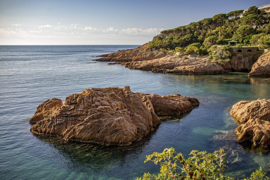 Promenade le long de la mer de S'Agaro à Sant Feliu de Guixols