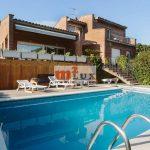 Été ou location à long terme -Solide villa de trois étages en bon état à Playa de Aro, Costa Brava, Espagne