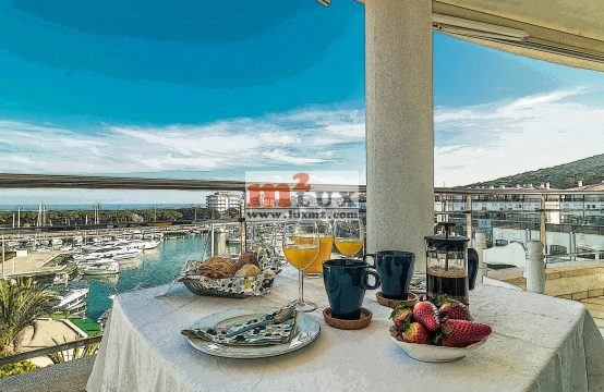 Penthouse for rent in the yacht club of Playa de Aro, Costa Brava, Spain