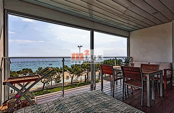 Rent – Two-level apartment on the first line of the sea in Playa de Aro, Costa Brava, Spain