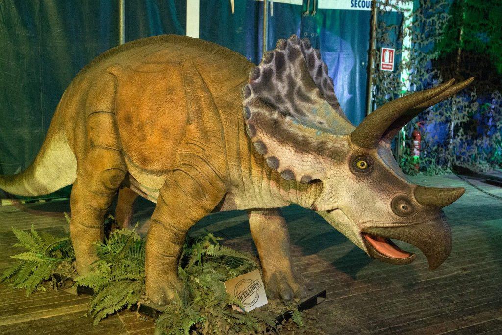 Экспозиция динозавров в Жироне 2015