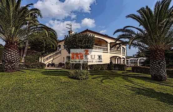 Casa de dues plantes a la urbanització Mas Ros, Sant Antoni de Calonge, Costa Brava