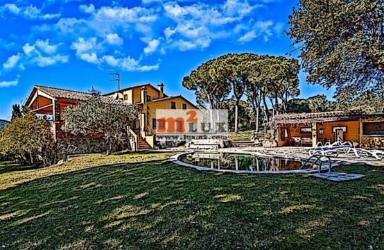 Casa àmplia a Calonge amb una gran parcel·la, Costa Brava