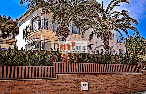 Элегантная вилла с видом на море в престижной урбанизации, Ллорет де Мар, Коста Брава, Испания