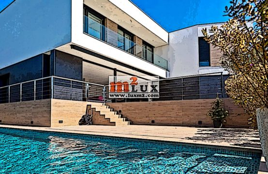 For rent – modern villa with 6 bedrooms in Playa de Aro, Costa Brava, Spain.