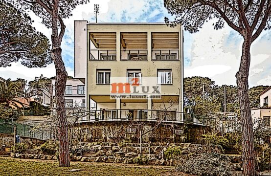 Four-storey house with sea view in the center of Playa de Aro, Costa Brava, Spain