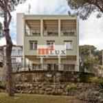 Casa de quatre plantes amb vista al mar al centre de Platja d'Aro, Costa Brava.
