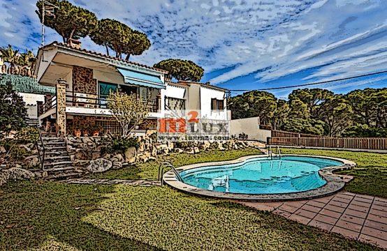Maison avec 3 chambres dans l'urbanisation Vilar d'Aro, Sant Feliu de Guixols, Costa Brava, Espagne.