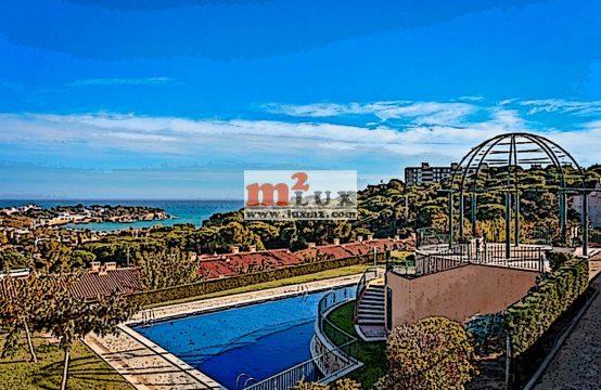 Casa adossada amb vistes al mar a la urbanització Mirador, Sant Feliu de Guíxols, Costa Brava.