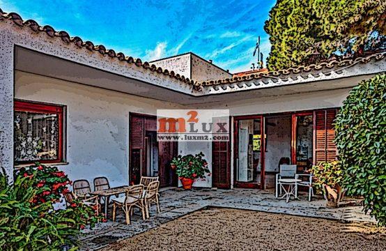 Casa al costat del mar a Sant Feliu de Guíxols, Costa Brava.