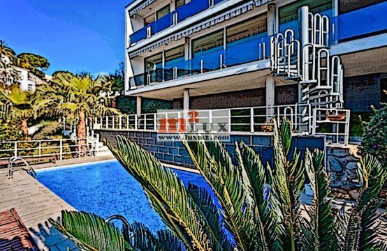 Вилла с 4 спальнями и видом на море в Ллорет де Мар, Коста Брава, Испания.