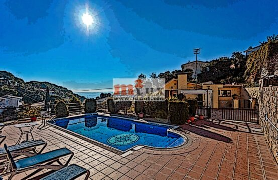 House for 2 families with sea views in Tossa de Mar, Costa Brava, Spain.