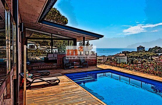 Casa moderna amb vistes al mar a la urbanització Mas Vilà, Calonge, Costa Brava.