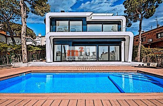 Casa moderna amb vistes al mar a Platja d'Aro, Costa Brava.